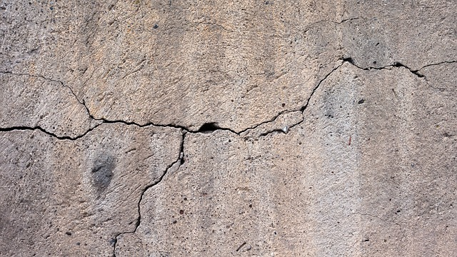 wall-cracks-foundation-repair-home-safety